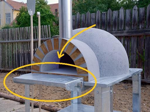 Kovový odkládací stolek
